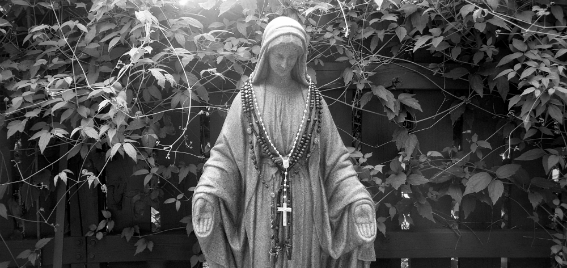 mary-deck-rosary-black-white-antonio-overlay-567-268